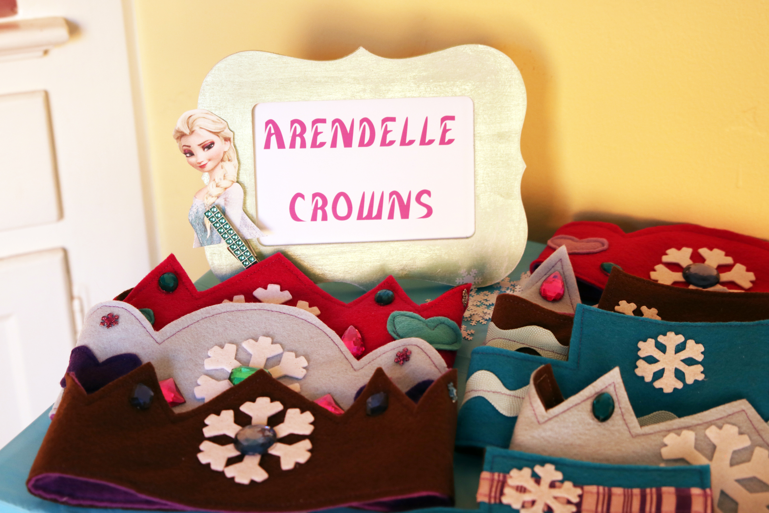 19 frozen felt crown sign
