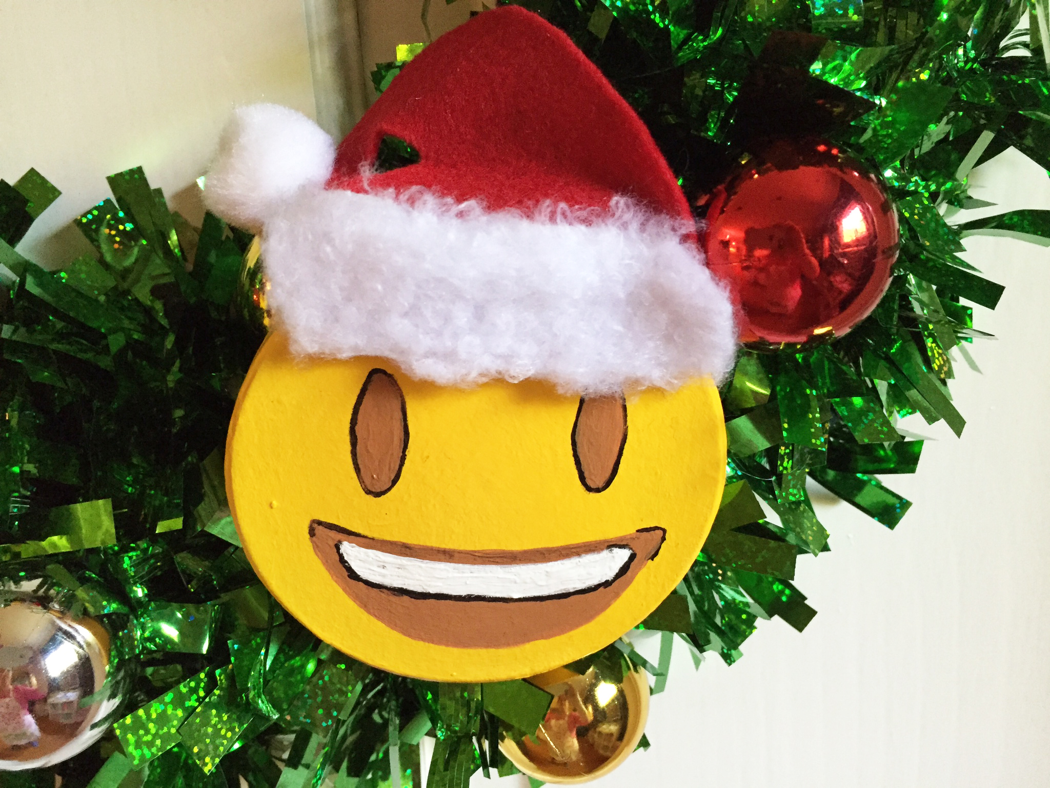 Diy Emoji Christmas Wreath And Tree Cathie Filian Steve