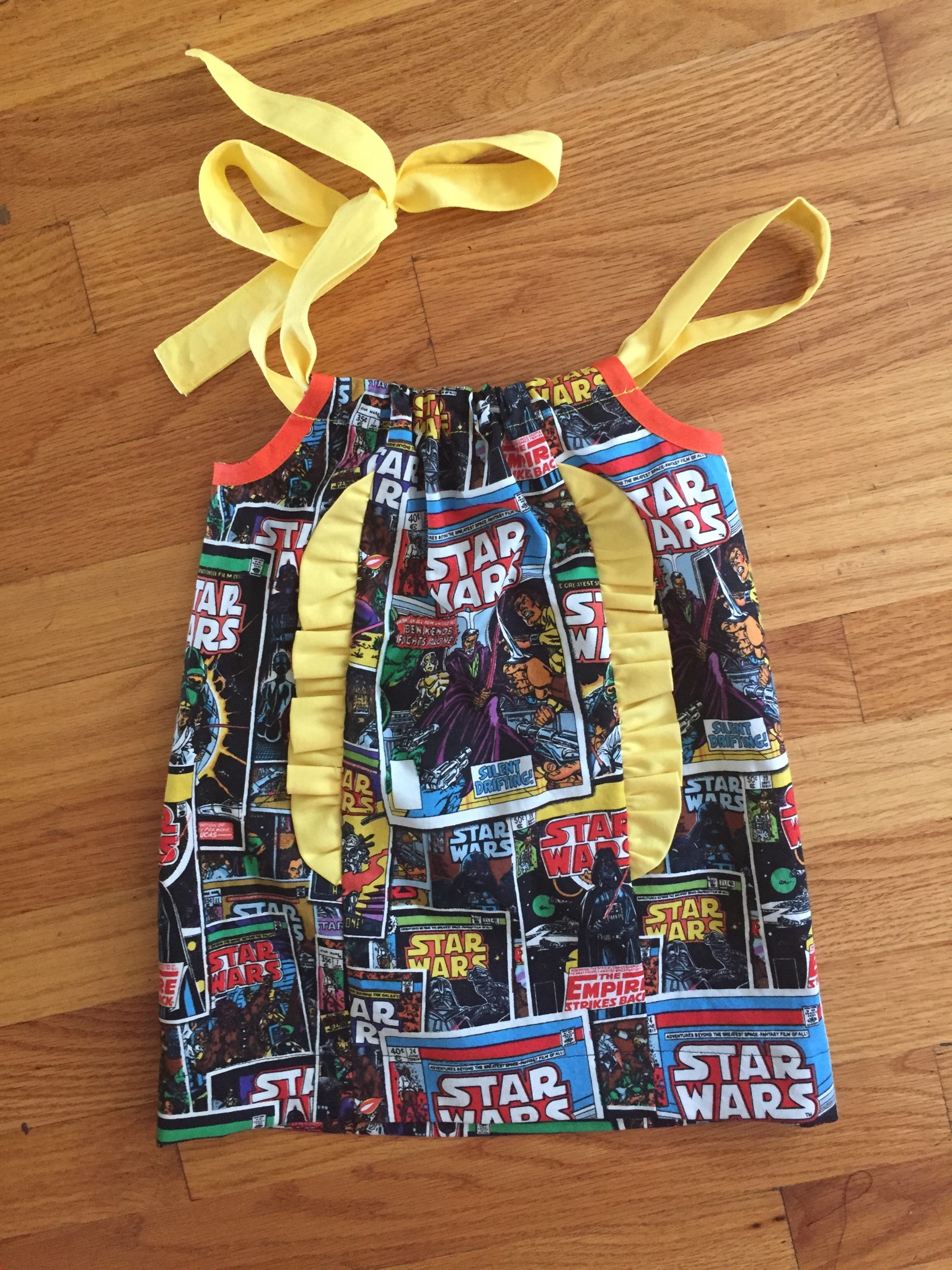 48-yellow-starwars-dress-floor