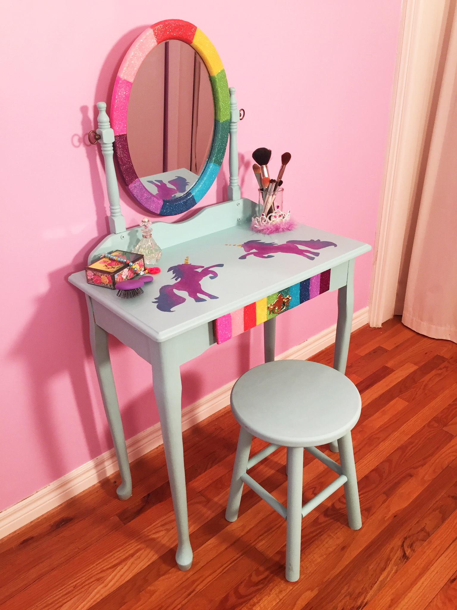 Video How To Diy Rainbow Unicorn Makeup Vanity Cathie