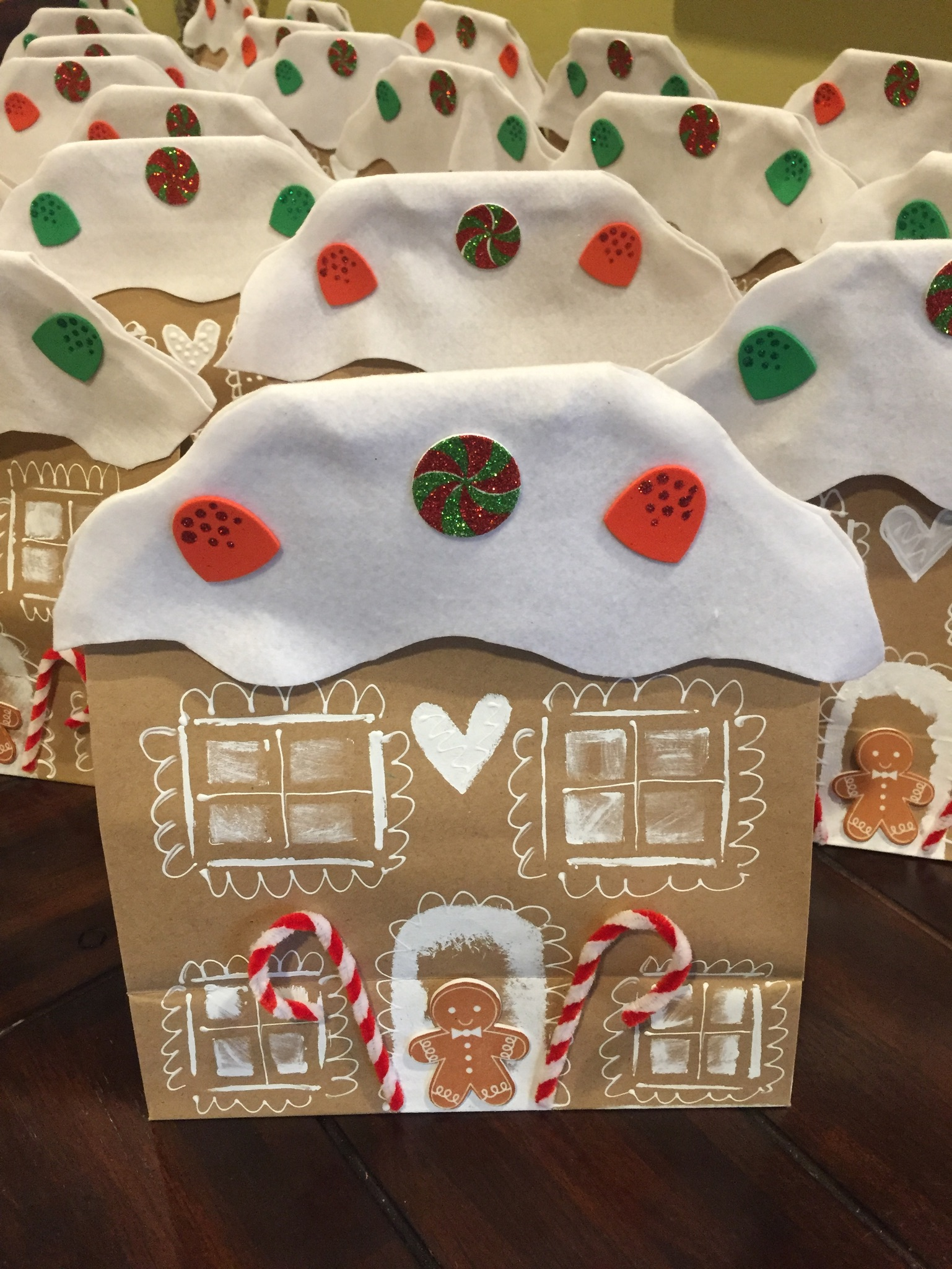Paper Gingerbread House Tutorial! | Craftmas 🍬 - YouTube | 2049x1537